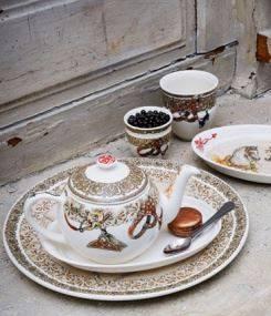 Французский фаянс Gien Золотая подарочная коллекция посуды CHEVAUX DU VENT (Лошади ветров)