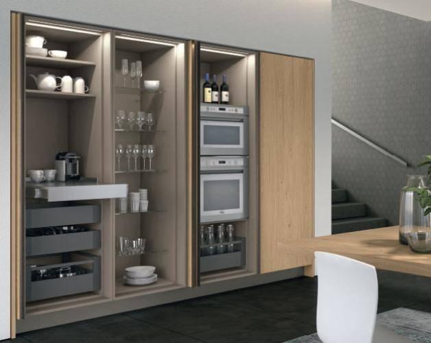 Новинка от LUBE Cucine высокие шкафы с раздвижными дверями