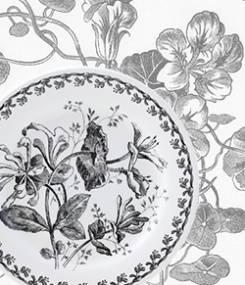 Французский фаянс Gien Историческая коллекция подарочных тарелок FLEURS NOIRES (Черные цветы)