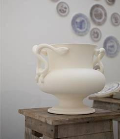 Французский фаянс Gien Коллекция белых ваз STYLE (Стиль) Prestige